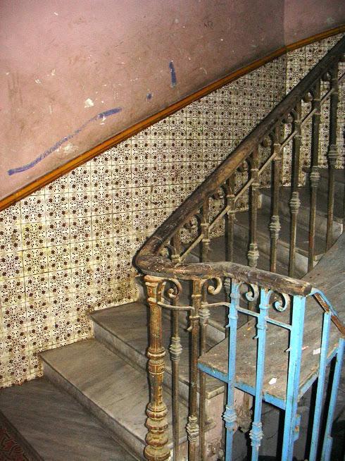5 rue Lestienne cage d'escalier