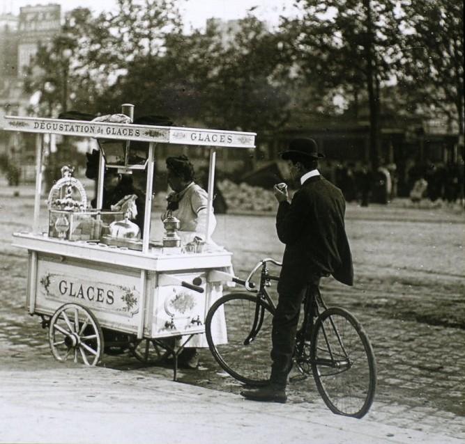 1788945 une vendeuse de glaces 1