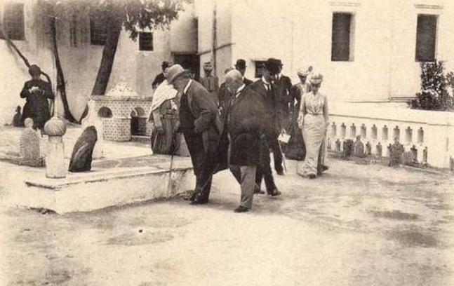 537938 542074295869028 1746499338 nroi et la reine d angleterre a la mosquee sidi abderrahman devant la tombe d omar pacha