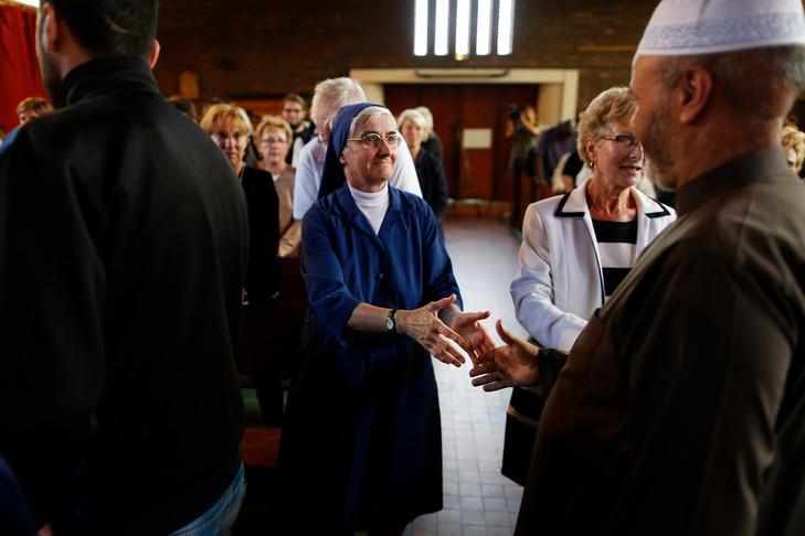 Les musulmans commune saint etienne rouvray pris part hommage pere hamel donne eglise commune 0 730 486
